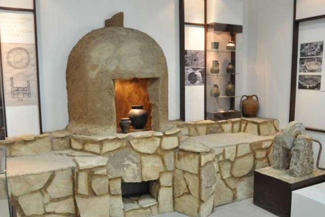 An Ancient Bulgar pottery-making kiln and other artifacts from the Ancient Bulgar settlement near Topola, in Notheast Bulgaria, as exhibited in the Kavarna Museum of History. Photo: Dobrudzha.com