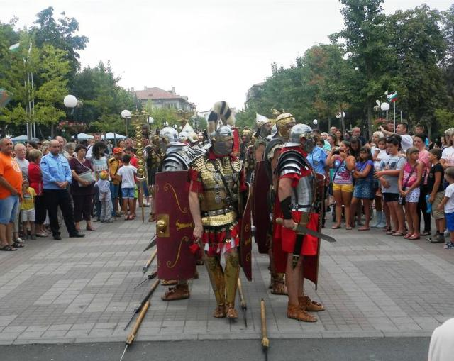 Historical reenactors representing the Ancient Roman Scythian Fourth Legion (Legio IV Scythica) have participated in the events for the opening of the new archaeological exhibition of the history museum in Bulgaria's Black Sea resort of Pomorie. Photo: Pomorie Municipality