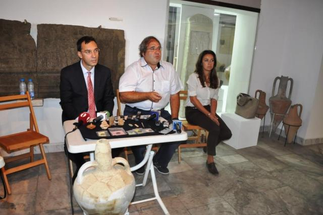 Burgas Mayor Dimitar Nikolov (left) and the Director of the Burgas Regional Museum of History Milen Nikolov (middle) at the news conference presenting the latest archaeological discoveries in the Burgos (Poros) Fortress on Cape Foros. Photo: Burgas Municipality