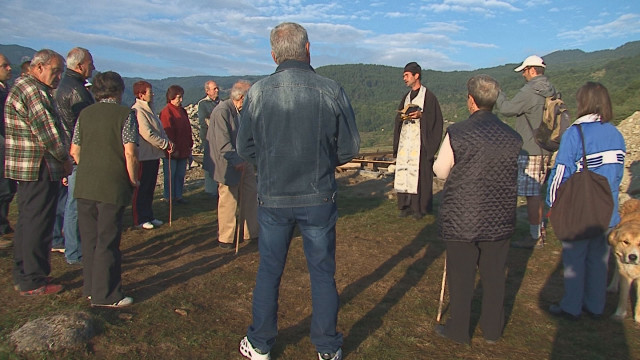 Local residents of Bulgaria's Orehovo have rallied against the construction of a fire safety tower on top of the alleged Thracian shrine on the Koloto Mount. Photo: bTV