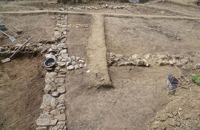 A view of the excavations of the Late Antiquity Roman villa discovered during the construction of the swimming pool in Bulgaria's Sapareva Banya in the summer of 2015. Photo: Viara News