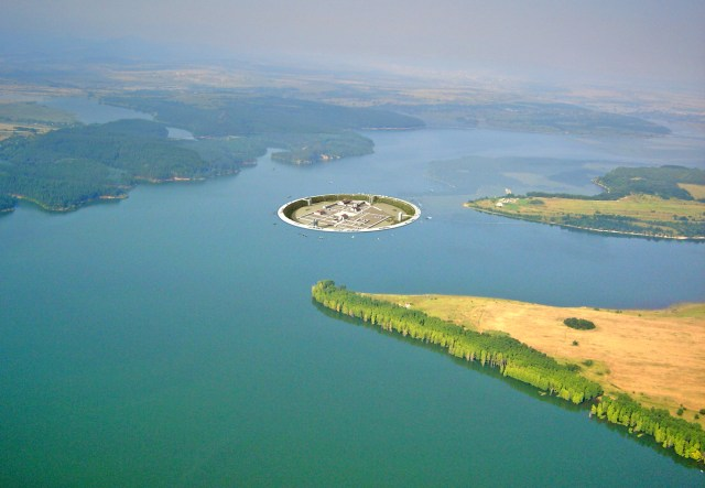 This computer generated image shows the location of the Ancient Thracian capital Seuthopolis on the bottom of the Koprinka Water Reservoir, and what the ancient city will look like if the project for its walling off and exhibiting in situ gets realized. Photo: Seuthopolis Project