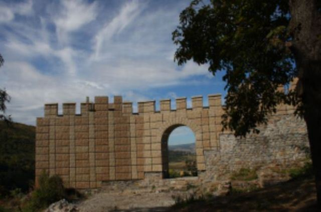 The notorious restoration of the western gate of the medieval Bulgarian fortress Krakra in the city of Pernik, which was completed in 2013 with some EUR 2,5 million in EU funding. For some reasons (embezzlement of funds, critics allege), the builders used cheap plastic materials to restore parts of the fortress wall. Photo: Pernik Regional Museum of History