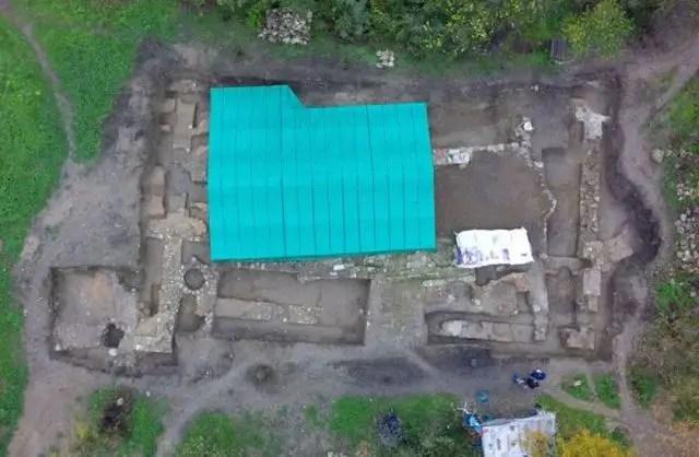 An aerial view of the excavation site of the 13th century Bulgarian monastery and the 6th century Byzantine basilica in the Frenkhisar (Frankish Quarter) of Tarnovgrad, Bulgaria's Veliko Tarnovo. Photo: BTA/Archaeological Team