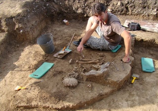 Archaeologist Dimitar Chernakov from the Ruse Regional Museum of History, one of the lead archaeologists of the excavations of the Chalcolithic settlement mound in Bulgaria's Kamenov, is seen here excavating one of the graves in the necropolis. Photo: Ruse Regional Museum of History