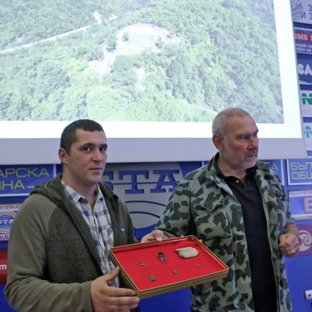Archaeologists Filip Petrunov (left) and Nikolay Ovcharov (right) presenting their latest finds from the Urvich Fortress and the St. Iliya (St. Elijah) Monaster near Bulgaria's Sofia. Photo: BTA