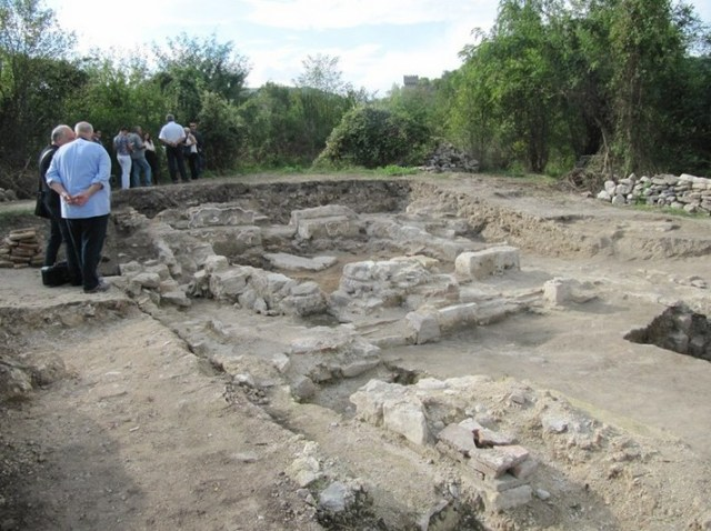 The ruins of an Early Byzantine basilica have been discovered on the same spot in Bulgaria's Veliko Tarnovo where in 2014 Prof. Hitko Vachev found a 13th century AD Bulgarian monastery. Photo: Trud daily