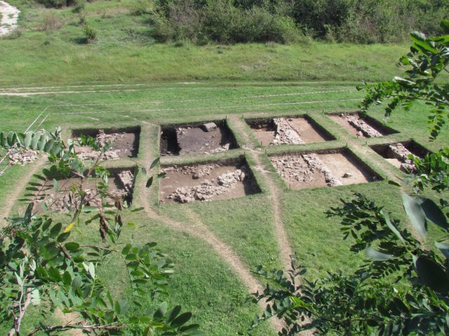 The fifth out of a total of seven buildings in the Ancient Roman villa with the nymphaeum near Bulgaria's Kasnakovo has been excavated for the first time in 2015. Photo: Veselka Kasnakova, lead archaeologist
