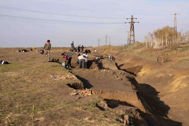 A photo from the rescue excavations of the newly found ancient and medieval settlement in the Maritsa East Mines near Bulgaria's Radnevo at the end of November 2015. Photo: Maritsa East Mines Jsc