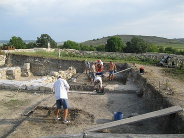 A view of the 2015 archaeological excavations of the Ancient Roman horreum (granary) at the Kovachevsko Kale Fortress near Bulgaria's Popovo. Photo: Popovo Municipality