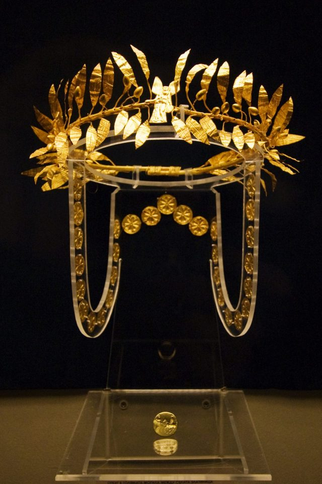 This gold laurel wreath was discovered in an Ancient Thracian burial mound near Zlatinitsa and Malomirovo, Elhovo Municipality, in Southeast Bulgaria (it is part of the Zlatinitsa Gold Treasure, also known as the Zlatinitsa-Malomirovo Treasure). Until now, it has been the only gold Thracian gold wreath in the collection of Bulgaria's National Museum of History in Sofia. Photo: Tourbillon, Wikipedia