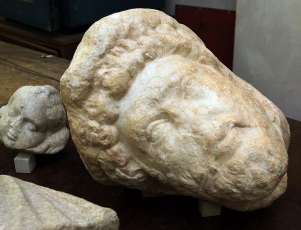 An enormous number of archaeological and historical artifacts are kept in the storage of the National Museum of History in Sofia for lack of exhibition space. Photo: Standart daily