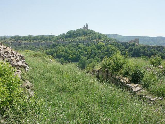 A view of the Tsarevets Hill Fortress as seen from the nearby Trapesitsa Hill Fortress; the two were the citadels of medieval Tarnovgrad (today's Veliko Tarnovo), the capital of the Second Bulgarian Empire (1185-1396). Photo: Bulgaria's Ministry of Culture
