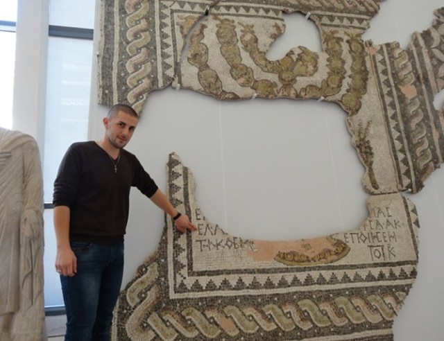 A specialist from the Plovdiv Museum of Archaeology shows the newly restored and newly exhibited floor mosaics from the Antiquity Synagogue of ancient Philipopolis (Trimontium). Photo: 24 Chasa daily