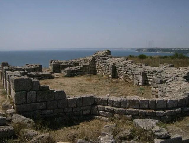 Ruins at the fortress on Kaliakra Cape, Bulgaria's northern Black Sea coast. Photo: Izvora, Wikipedia