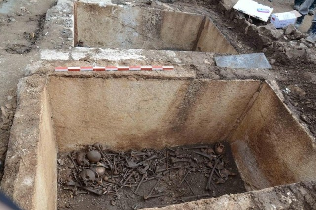 These two marble sarcophagi containing family tombs from the Thracian-Roman period of the ancient city of Augusta Traiana have been discovered at a construction site in Bulgaria's Stara Zagora. Photo: Trud daily