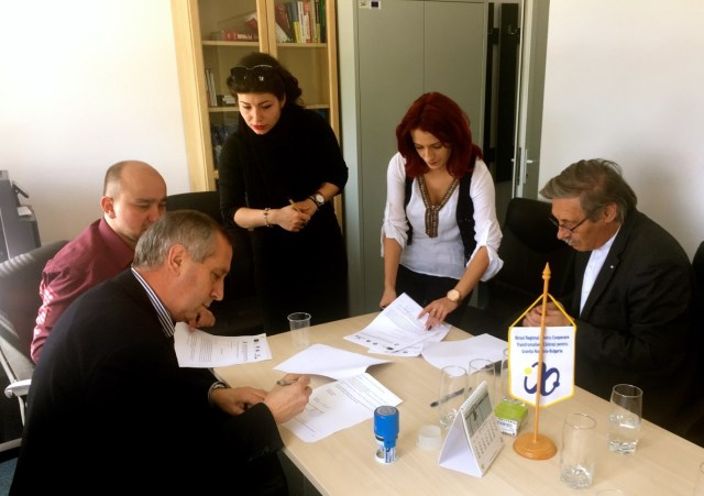 The signing of the funding contract for the Bulgarian-Romanian project in the Interreg office in Calarasi, Romania. Photo: Ruse University