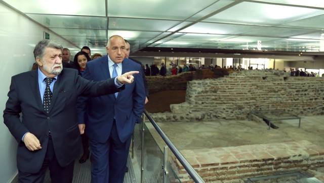 Borisov and Rashidov viewing one of the underground sections of the newly restored Roman ruins of Serdica where more of the authentic structures have been preserved compared with the open-air section. Photos: Bulgarian Prime Minister's Facebook Page