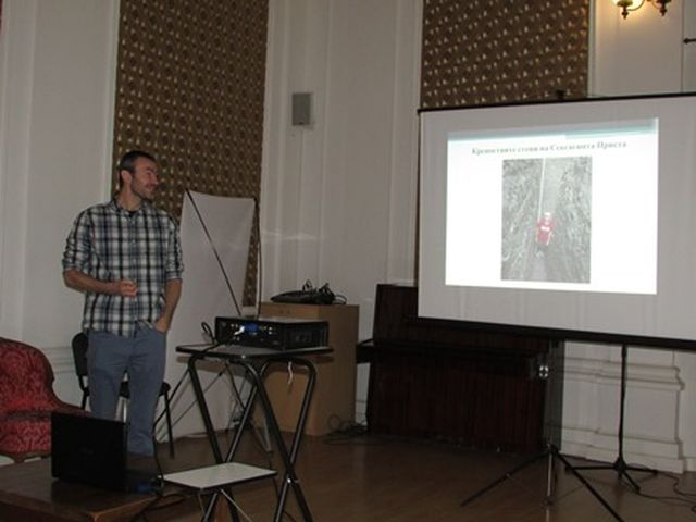 Archaeologist Nikola Rusev presenting the discoveries from the 2015 rescue digs at Sexaginta Prista in the Ruse Regional Museum of History. Photo: Ruse Info