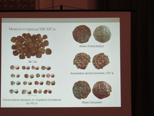 The coin finds finds: left top – coins from the 13th-14th century; left bottom – a collective coin find from the first half of the 13th century; right top – coins of Tsar Ivan Alexander (1331-1371); right middle – anonymous coins from the 14th century; right bottom – coins of Tsar Ivan Shishman (1371-1395). Photo: Ruse Info