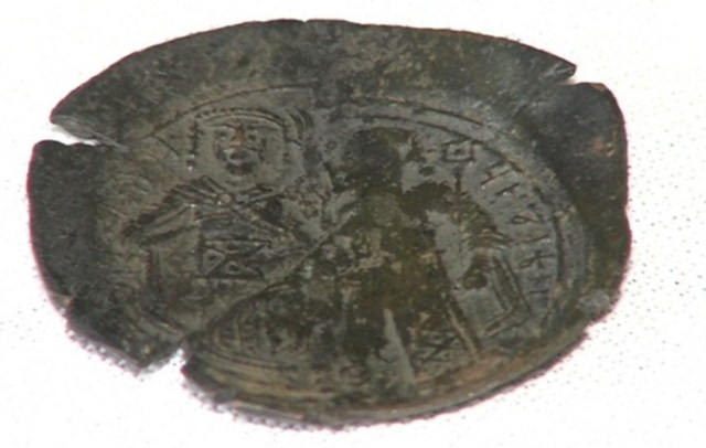The image on this coin has been interpreted as meaning that the Bulgarian Tsar Ivan Asen II came to control the city of Thessaloniki (Salonica) through a vassal after the Battle of Klokotnitsa in 1230 AD. Photo: BGNES