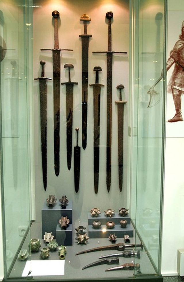 Over 50 different samples of swords from various time periods originating in Bulgaria have been displayed for the very first time in the new exhibition of the Plovdiv Museum of Archaeology. Photo: 24 Chasa daily