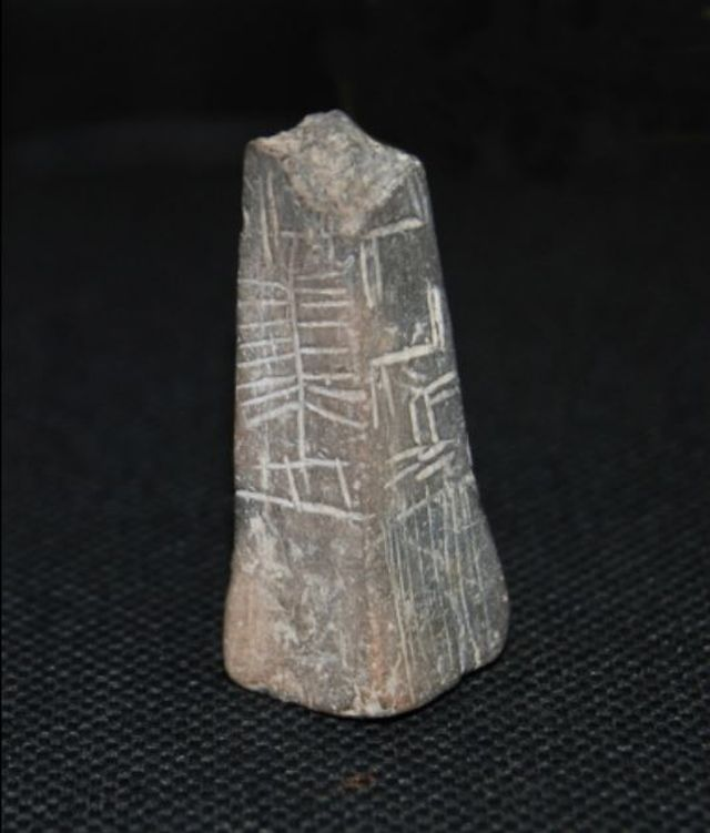 A view of the other sides of the prehistoric ceramic prism from the Burgas Chalcolithic Settlement Mound. Photo: Burgas Regional Museum of History