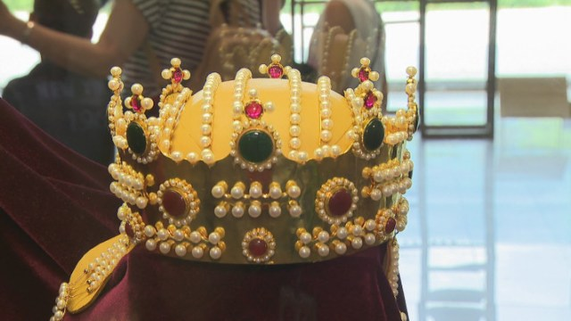 The replica of the crown of the Tsaritsas (Empresses) of the Second Bulgarian Empire has been made of 1.5 kg of gold and precious stones – emeralds, sapphires, and rubies. Photo: bTV