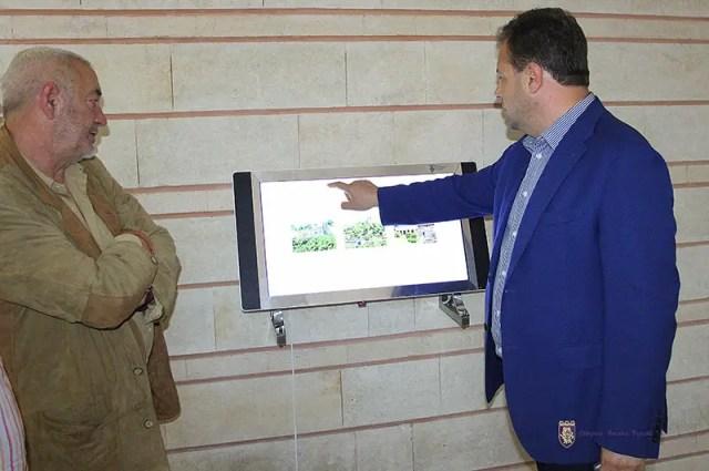 Veliko Tarnovo Mayor Daniel Panov inspecting the Trapesitsa interactive exhibition center. Photos: Veliko Tarnovo Municipality