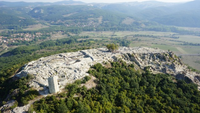 Another aerial shot of the acropolis of Perperikon, with the sole partly preserved fortress tower visible on the left. Photo: archaeologist Nikolay Ovcharov