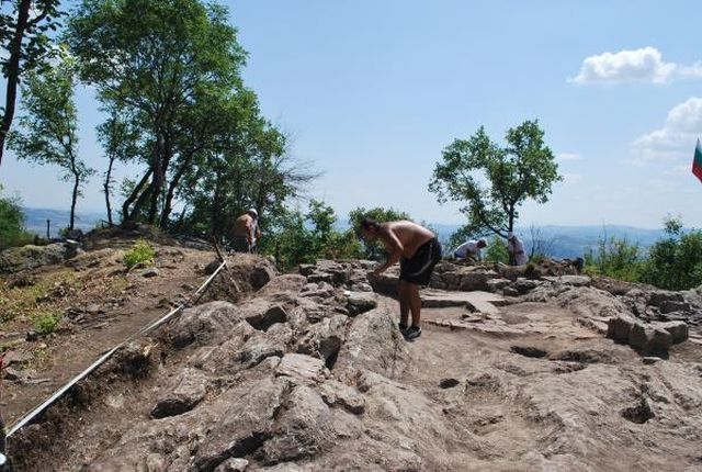 The Ancient Thracian rock shrine near Angel Voyvoda has been compared to other rock cities and shrines in Bulgaria's Eastern Rhodope Mountains such as Perperikon and Tatul. Photos: Mineral Bani Municipality