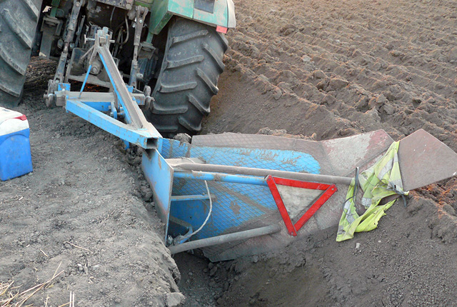 """The tractor used by the arrest treasure hunters for """"trenching"""" near Bulgaria's Petarnitsa in order to reach the deeper archaeological layers. Photo: Interior Ministry Press Center"""