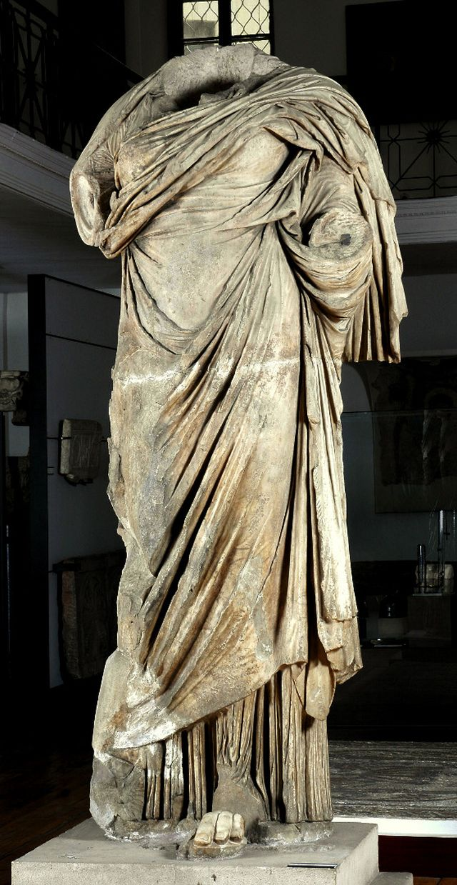 The 4-meter-tall statue of goddess Fortuna from the Temple in Ulpia Oescus, which is presently kept at the National Museum of Archaeology in Sofia. Photo: Archaeologist Gergana Kabakchieva / BNR