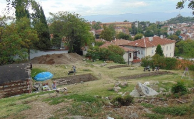 The archaeological site on the northern slope of the Nebet Tepe Hill, with Plovdiv's Old Town visible in the background. Photos: BGNES