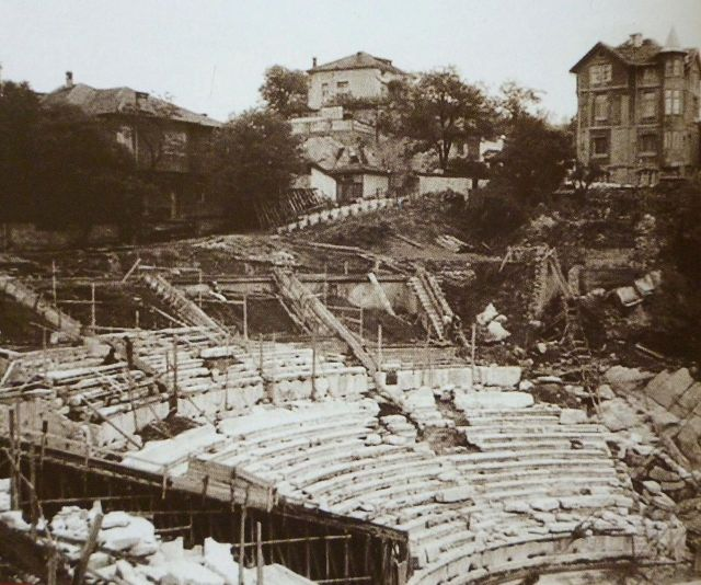 A photo taken during the archaeological excavations of the Antiquity Theater in Bulgaria's Plovdiv back in the 1960s-1970s. Photo: RealSteel007, Wikipedia