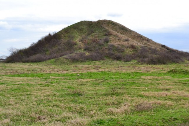 The Maltepe mound is about 100 meters in diameter and 28 meters tall. Photo: Maltepe.bg