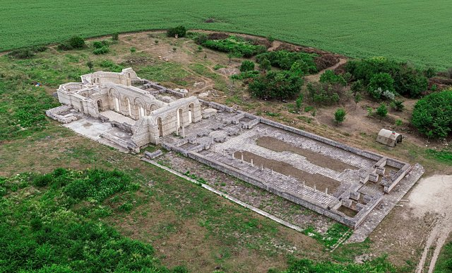 An aerial shot showing the ruins of the Great Basilica in Pliska before the restoration which started in 2015, and after an earlier partial archaeological restoration performed in the 1980s. Photo: National Museum of History