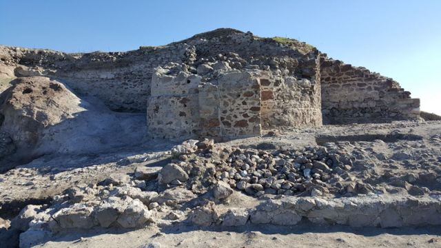 Up until the latest discoveries, the archaeologists had unearthed just one fortress tower of the Rusocasto fortress. Photos: E-Burgas