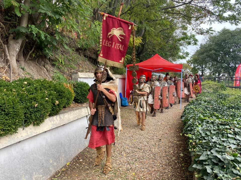 Ancient Roman Market Draws Crowd in Sexaginta Prista Fortress in Bulgaria's Danube City Ruse