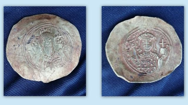 3 Gold Coins from Byzantine Empire after 1071 Battle of Manzikert Found in Bulgaria's Lom in Almus, Lomgrad Ruins