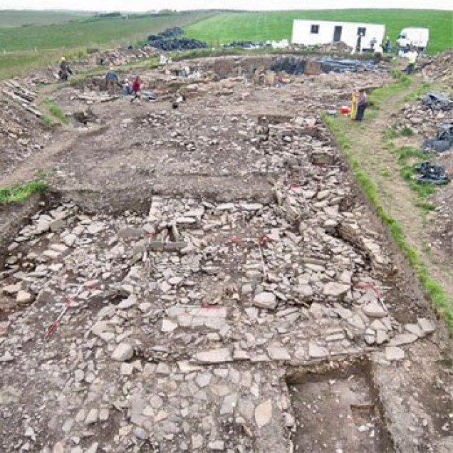 Looking-acorss-trench-M-the-metalworking-area-to-the-broch-in-the-background