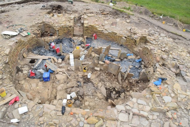 Overview of the broch where work continues on the floor deposits
