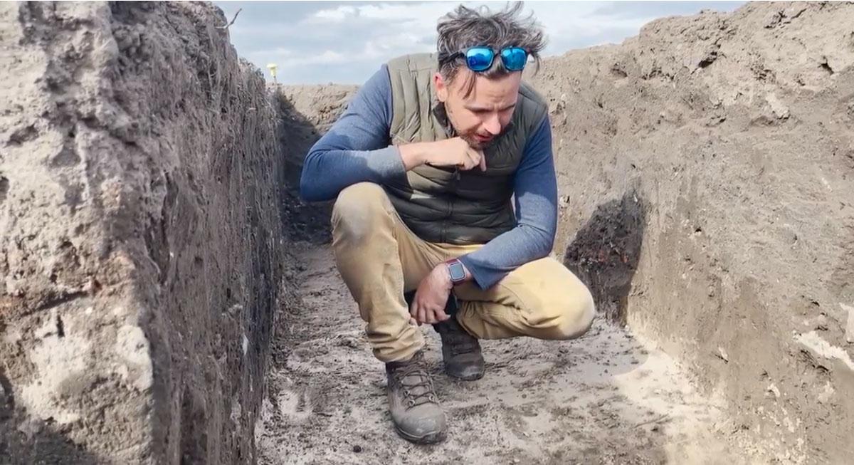 Career in Ruins - in the field 4