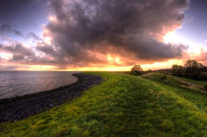 rainy_sunrise_by_pe0s_de82rsj-pre