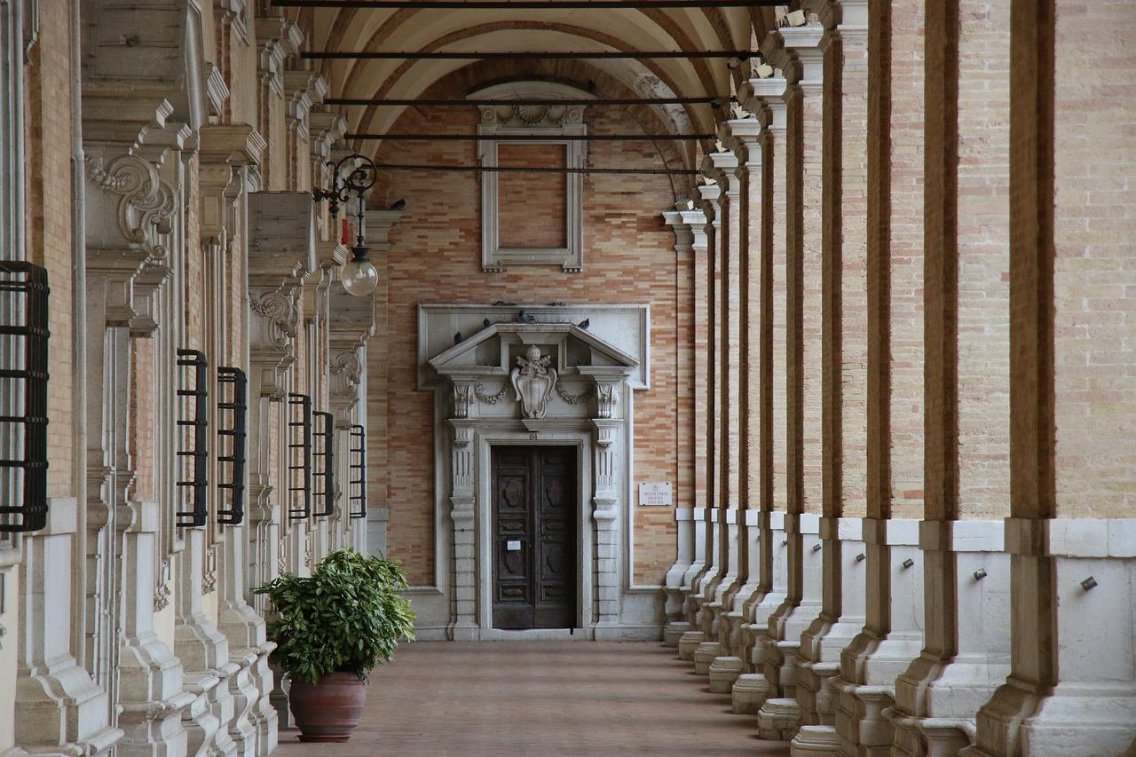 Arcade architecture / succession of contiguous arches