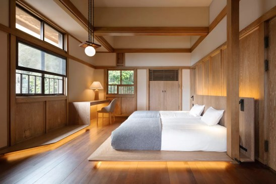 Renovation of Frank Lloyd Wright Prairie Style Villa into a Hotel / Kamiya Architects