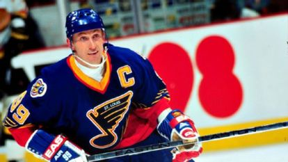 Gretzky wanted to retire in the blue and yellow. He could have even helped the Blues to win their first cup.