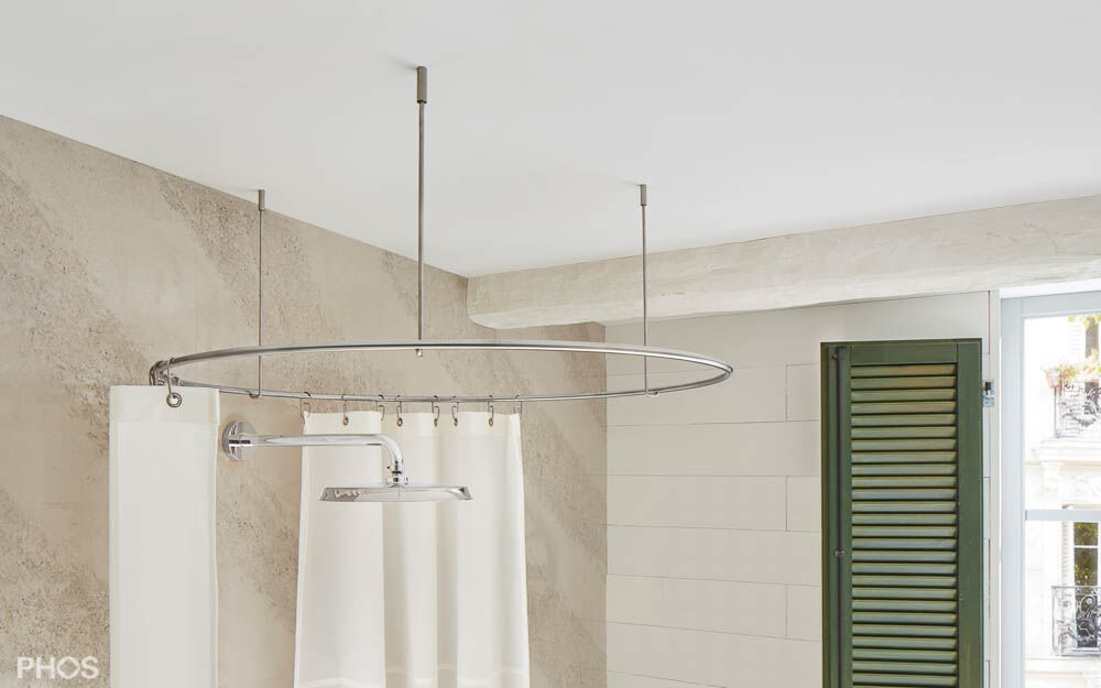 curved shower curtain rod as a circle