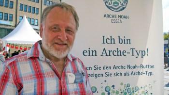 """Hans-Georg Torkel, KIT-Initiative Essen """"Ich bin ein Arche-Typ, weil interkulturelle Bildung sowohl für die schulische Entwicklung als auch für das menschliche Miteinander wichtig ist. Bunte Vielfalt bringt uns gesellschaftlich einen Mehrwert."""" Foto: Sonja Strahl"""