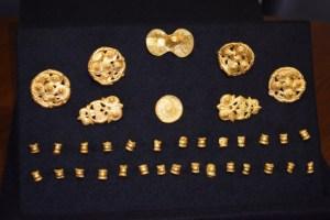 Les appliques du harnais en or. Credits : municipalité de Primorsko.